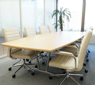 博多オフィス会議室