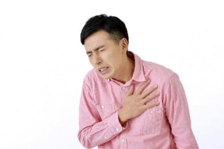 肩が痛む男性のイメージ画像