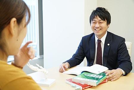 弁護士鈴木啓太