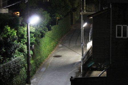 暗い夜道のイメージ画像