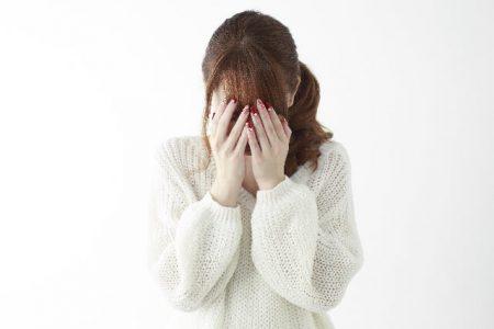 泣く女性のイメージ画像