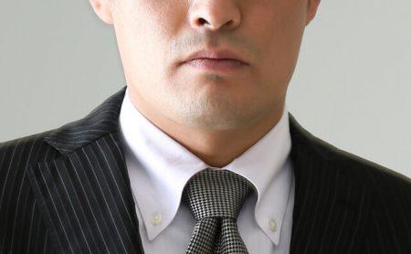 男性の口元のイメージ画像