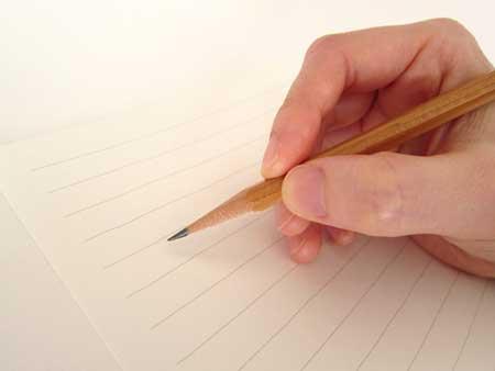 ノートにメモをするイメージ画像