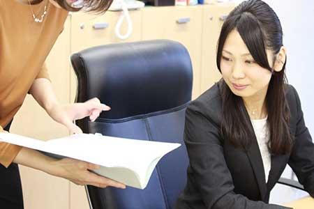 弁護士小野佳奈子画像