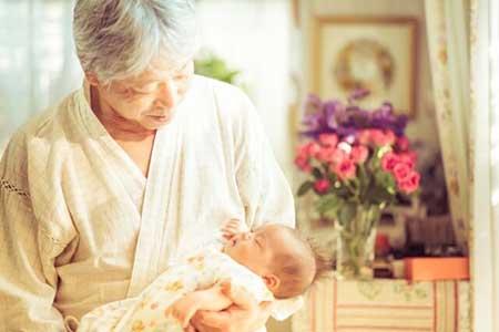 老人と子供のイメージ画像