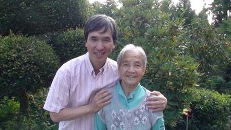 母と息子のイメージ画像