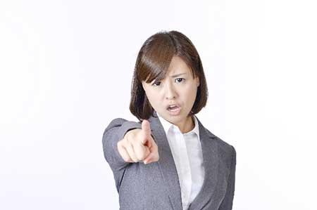 怒る女性のイメージ画像