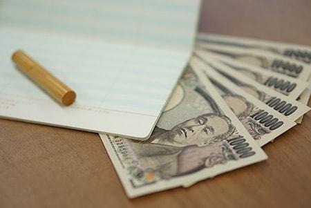通帳と印鑑とお金