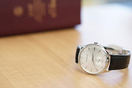 六法と時計